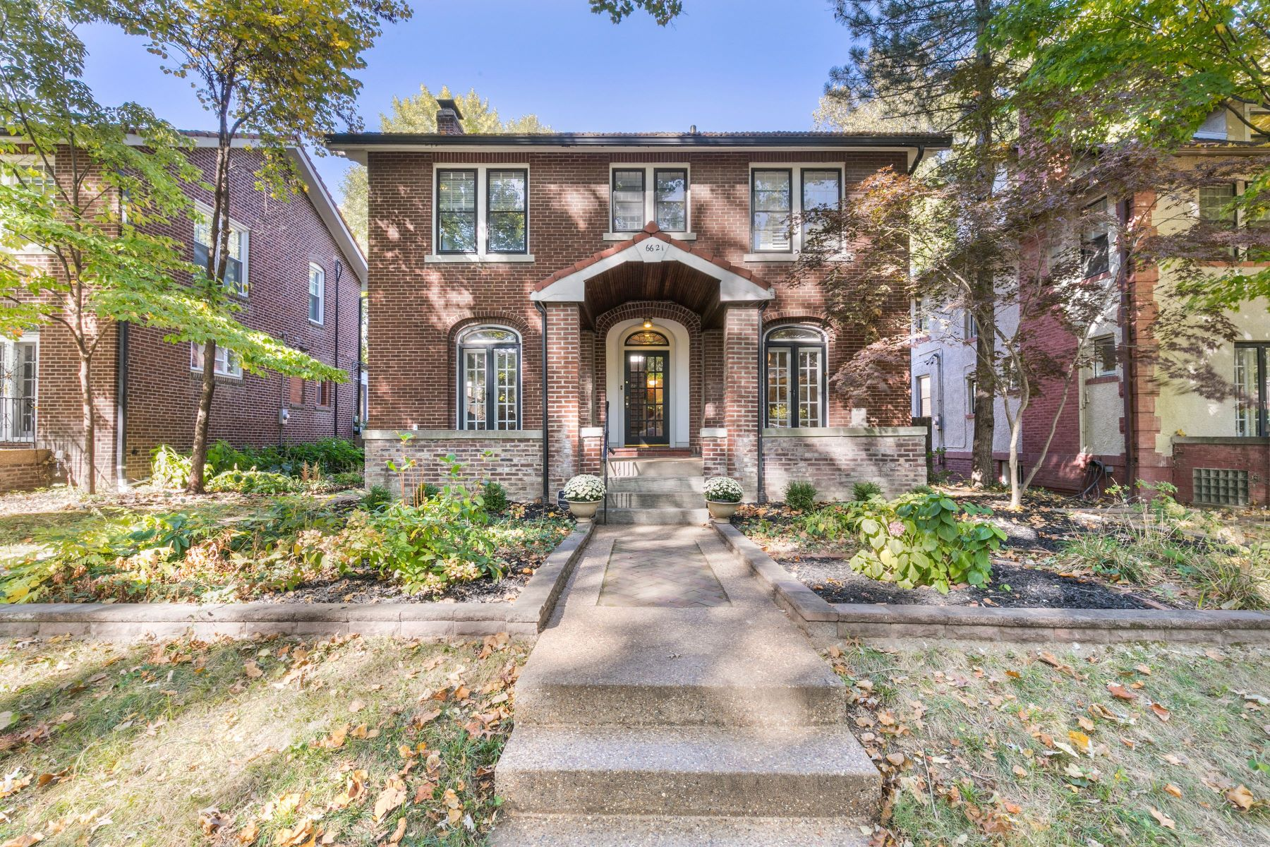 Single Family Homes for Sale at Old St. Louis Architecture With Today's Finest Amenities 6621 Pershing Avenue, University City, Missouri 63130 United States
