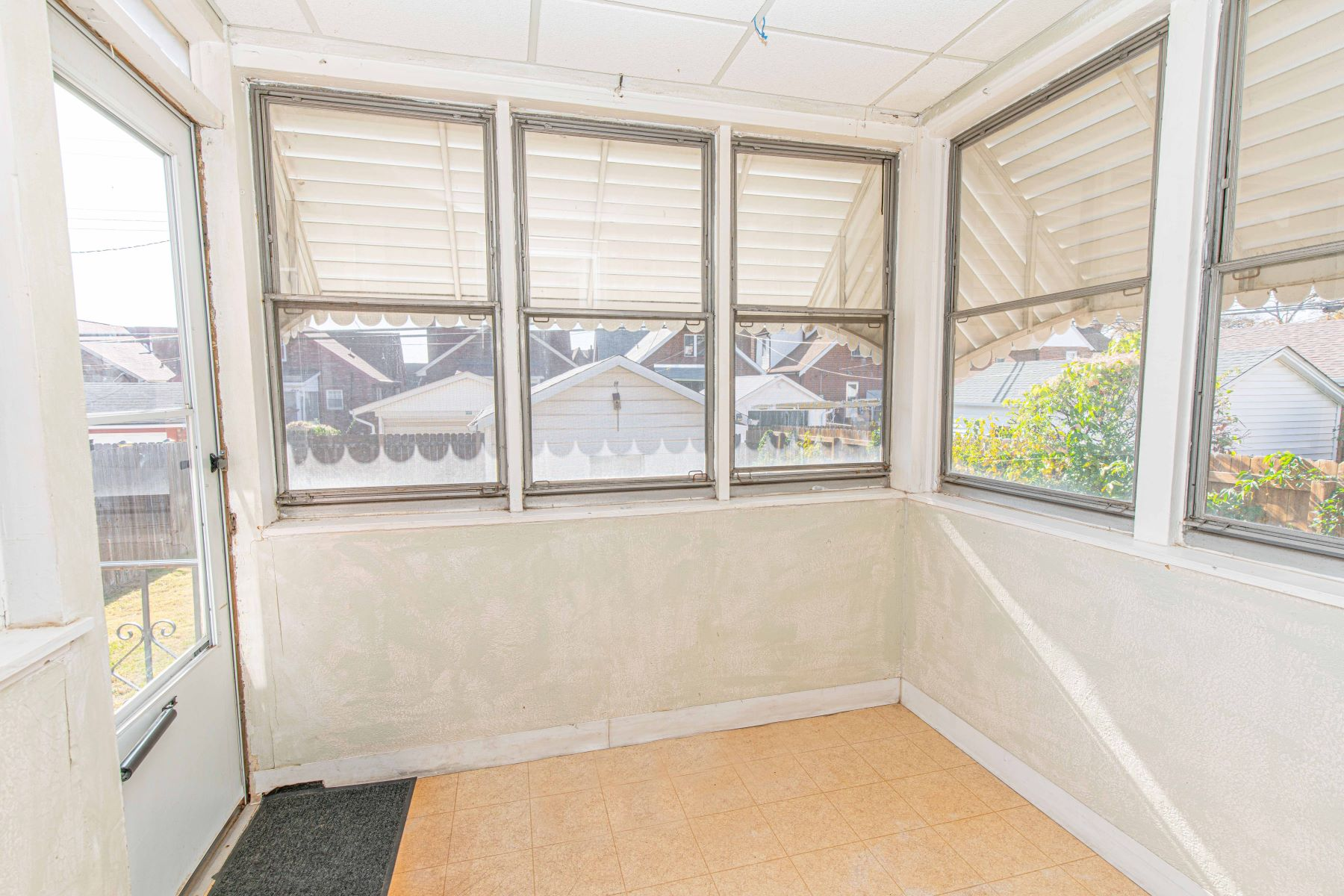 Additional photo for property listing at Vintage charm in Northampton 5336 Tholozan Avenue St. Louis, Missouri 63109 United States