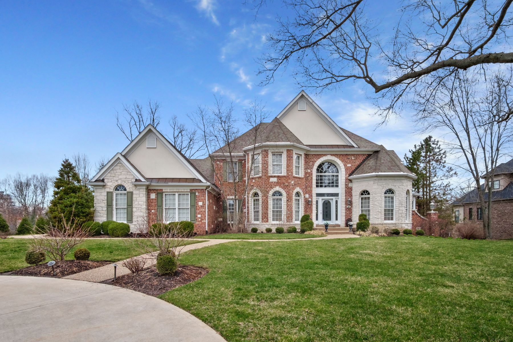 Single Family Homes for Sale at Prestigious & Spacious Home Nestled In The Heart of Frontenac 11415 Clayton Road Frontenac, Missouri 63131 United States