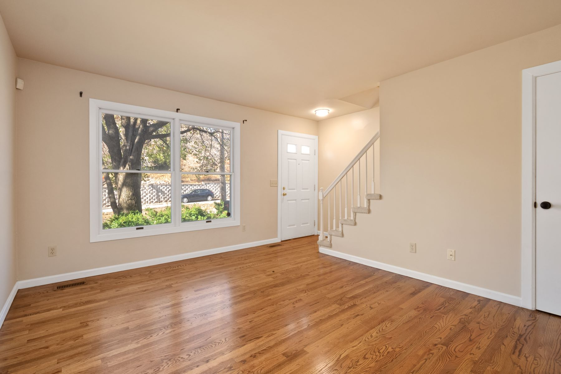 Additional photo for property listing at Conveniently Located Townhome in Downtown Maplewood 1524 Yale Avenue Richmond Heights, Missouri 63117 United States