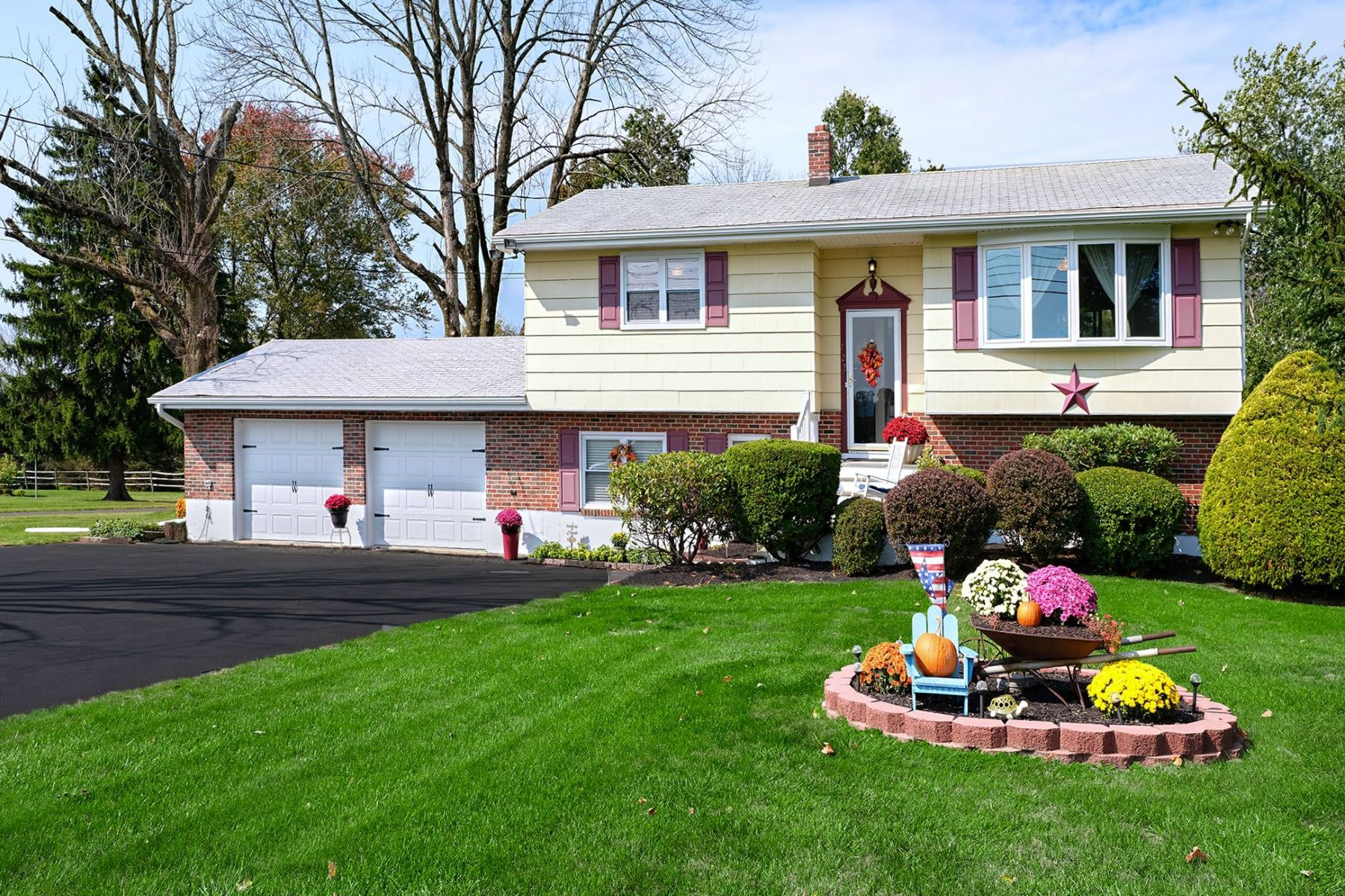 Single Family Homes のために 売買 アット Farmland Views From This Contemporary Split 222 Rocktown Lambertville Road, Lambertville, ニュージャージー 08530 アメリカ