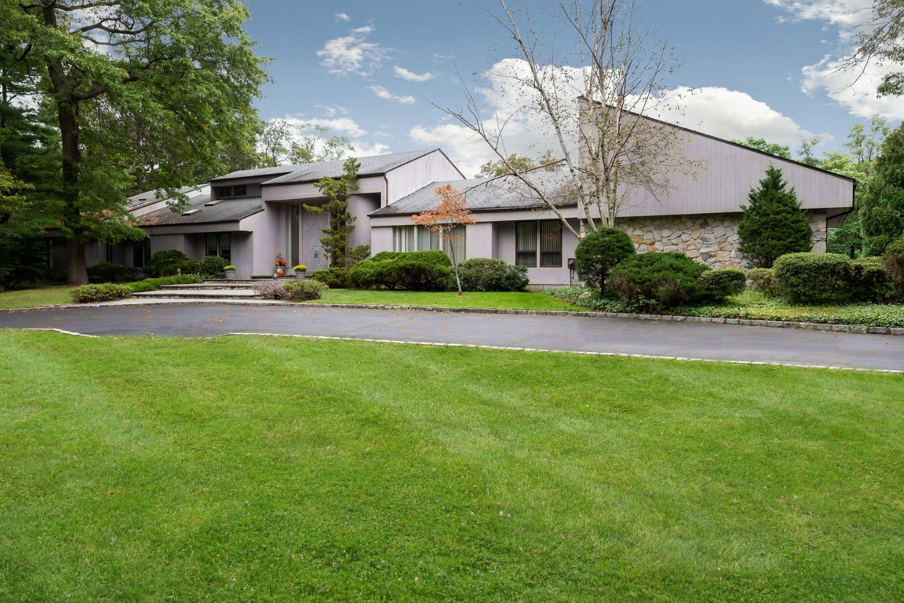Single Family Homes 為 出售 在 Muttontown 10 Serenite Lane, Muttontown, 纽约 11791 美國