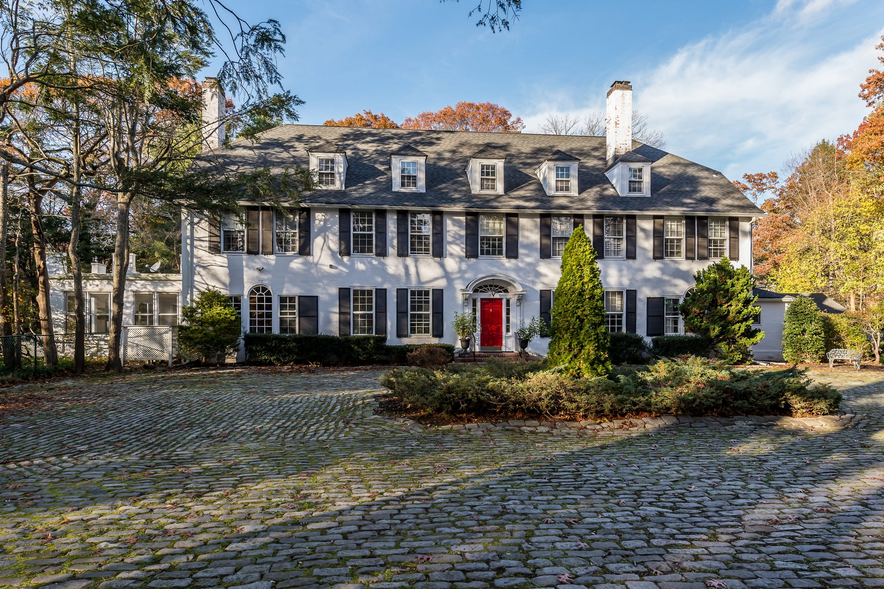Single Family Homes 為 出售 在 Muttontown 45 Wynn Court, Muttontown, 纽约 11791 美國
