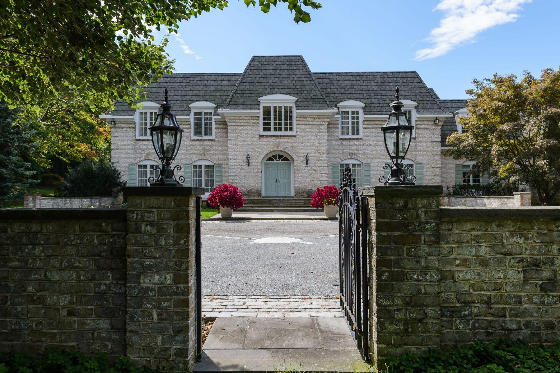 Single Family Homes 為 出售 在 Upper Brookville 6 Pondview Drive, Upper Brookville, 纽约 11771 美國