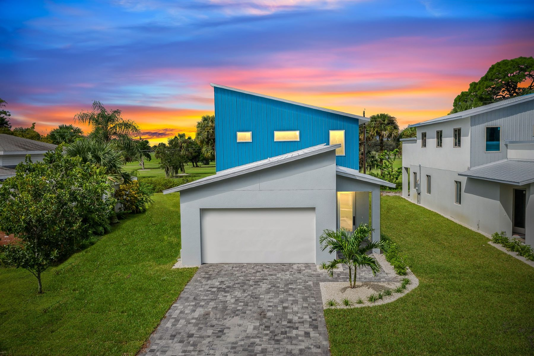 Single Family Homes for Sale at 2168 Country Club Road, Melbourne, FL 2168 Country Club Road Melbourne, Florida 32901 United States