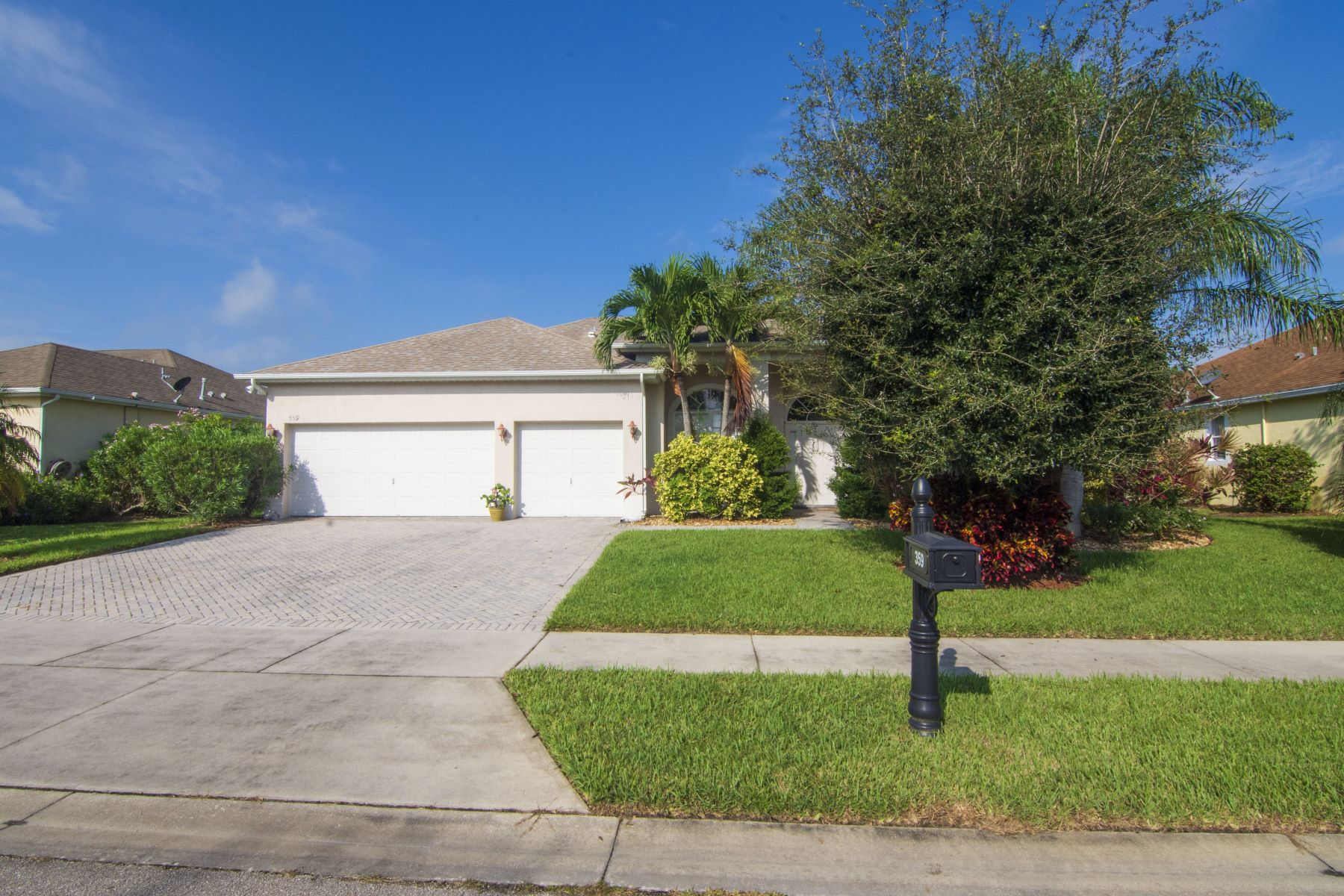 Single Family Homes for Sale at 359 W Key Lime Square Sw, Vero Beach, FL 359 W Key Lime Square Sw Vero Beach, Florida 32968 United States