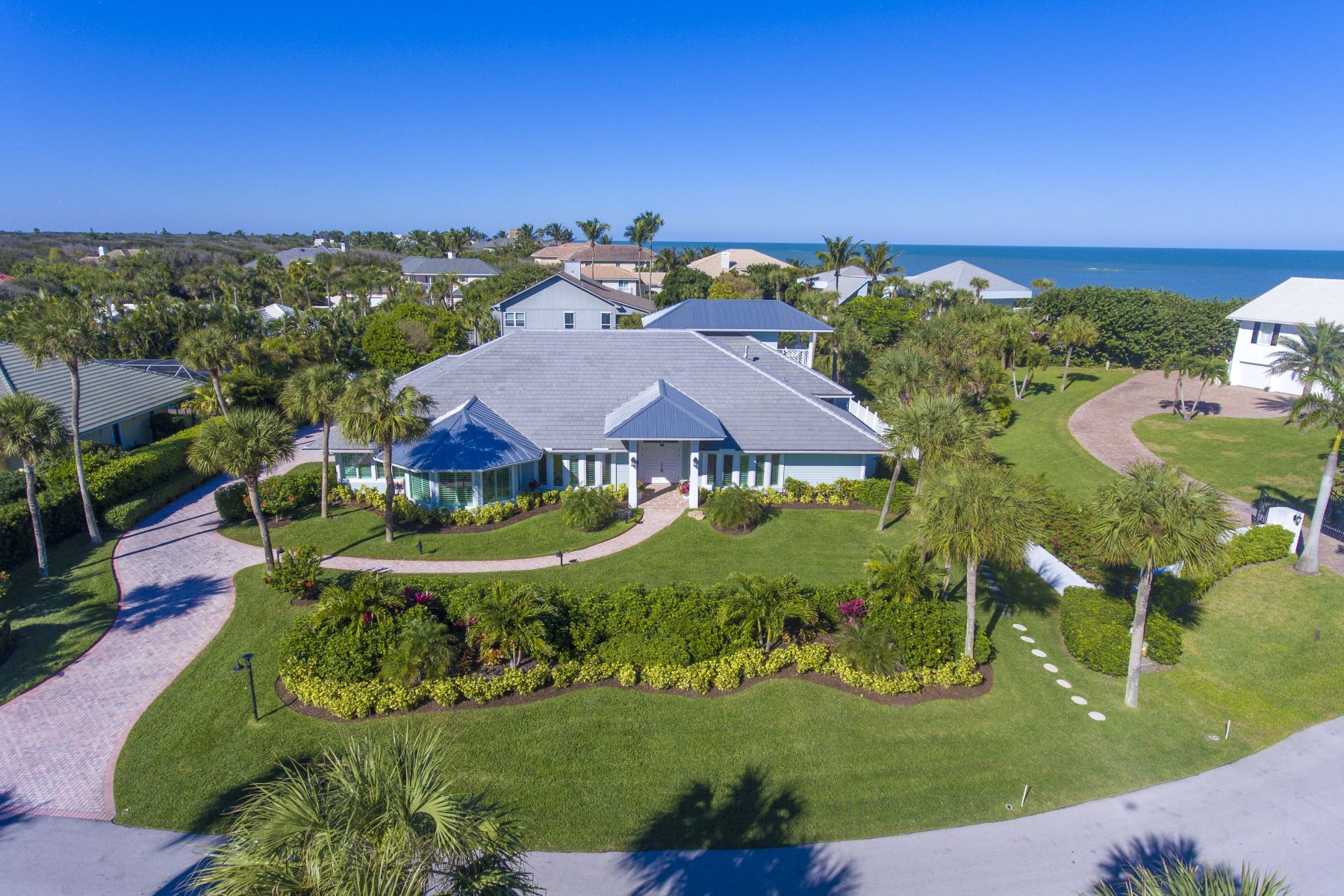 Single Family Homes for Sale at 909 Holoma Drive, Vero Beach, FL 909 Holoma Drive Vero Beach, Florida 32963 United States