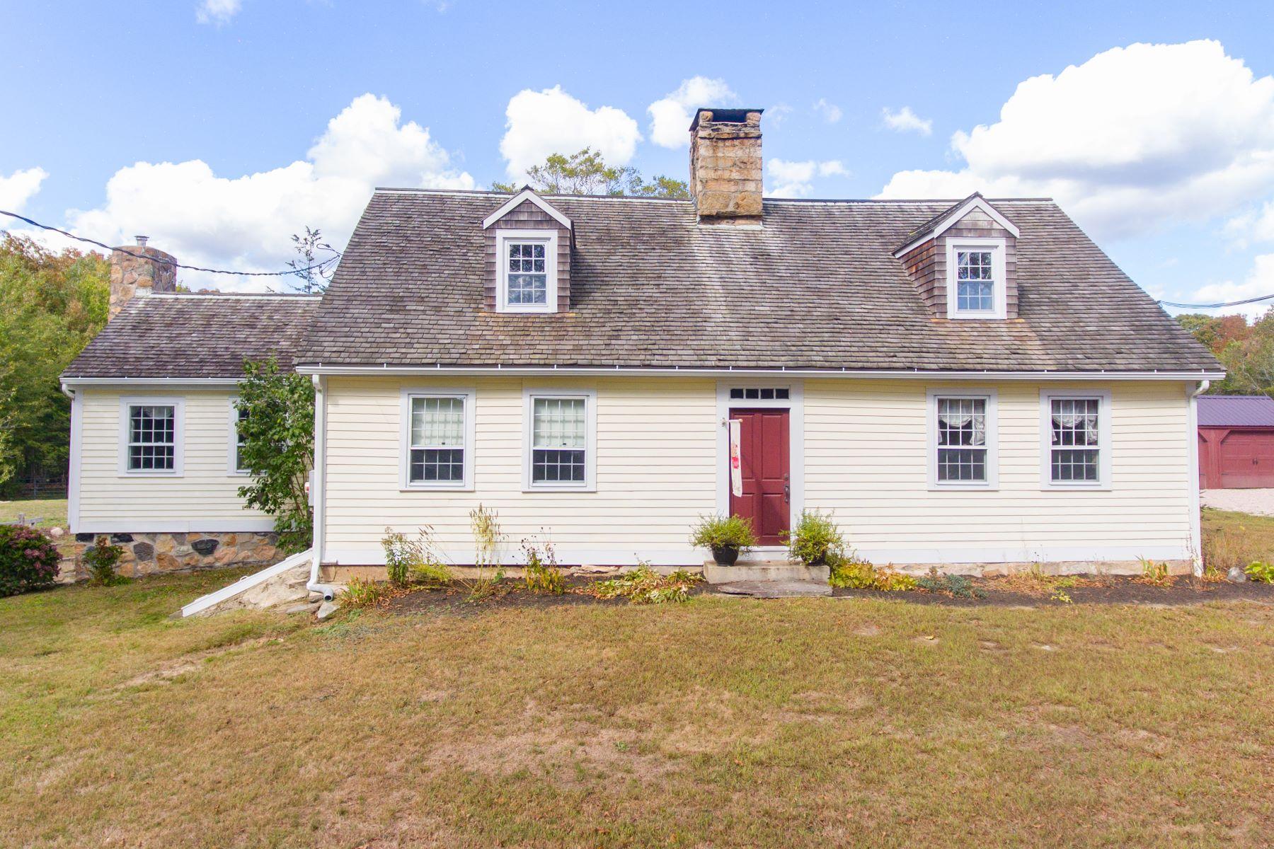 Single Family Homes 为 销售 在 Lovely 1750 Home 155 Reutemann Road 北斯通宁顿, 康涅狄格州 06359 美国
