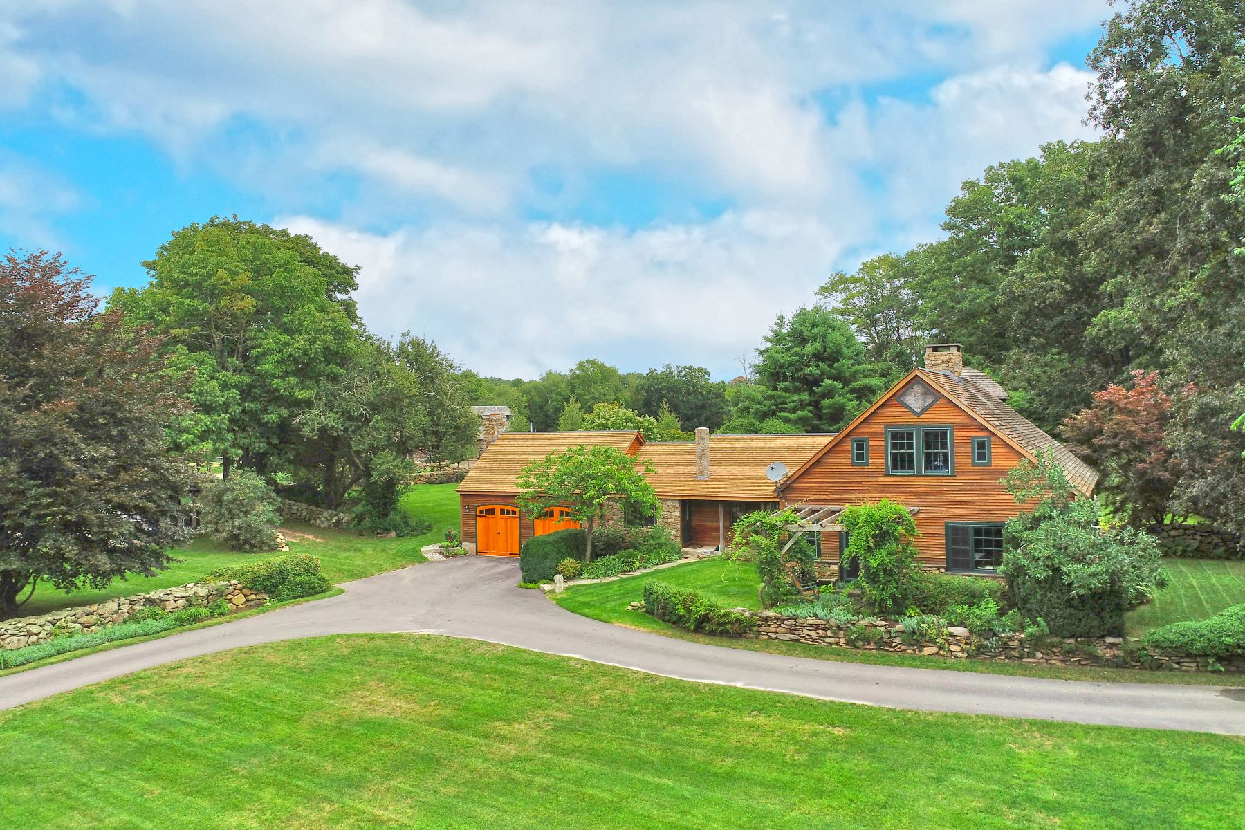 Single Family Homes 为 销售 在 So Many Possibilities on Over 114 Acres 79 Pine Woods Road 北斯通宁顿, 康涅狄格州 06359 美国
