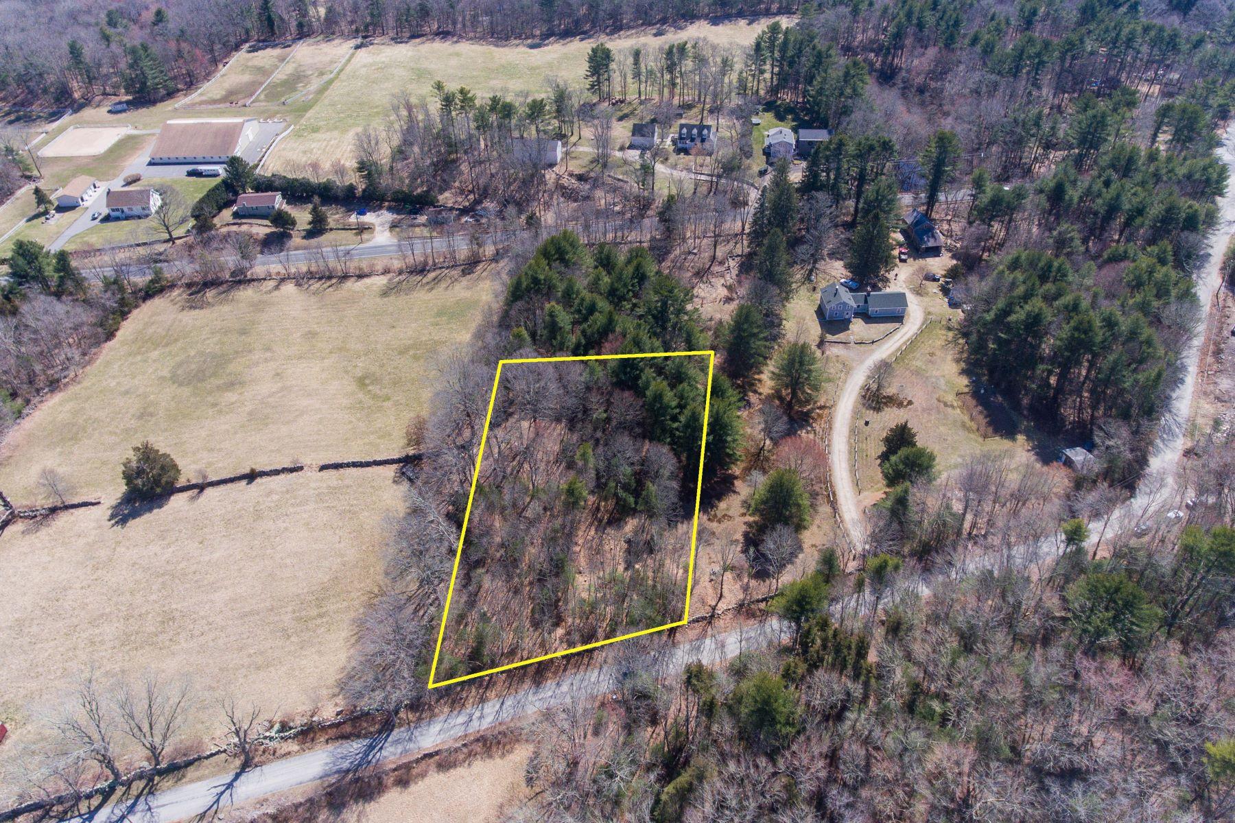 Single Family Homes 为 销售 在 Beautiful 1.44 Acre Lot Across From Avalonia Land Trust 114 Stillman Road 北斯通宁顿, 康涅狄格州 06359 美国