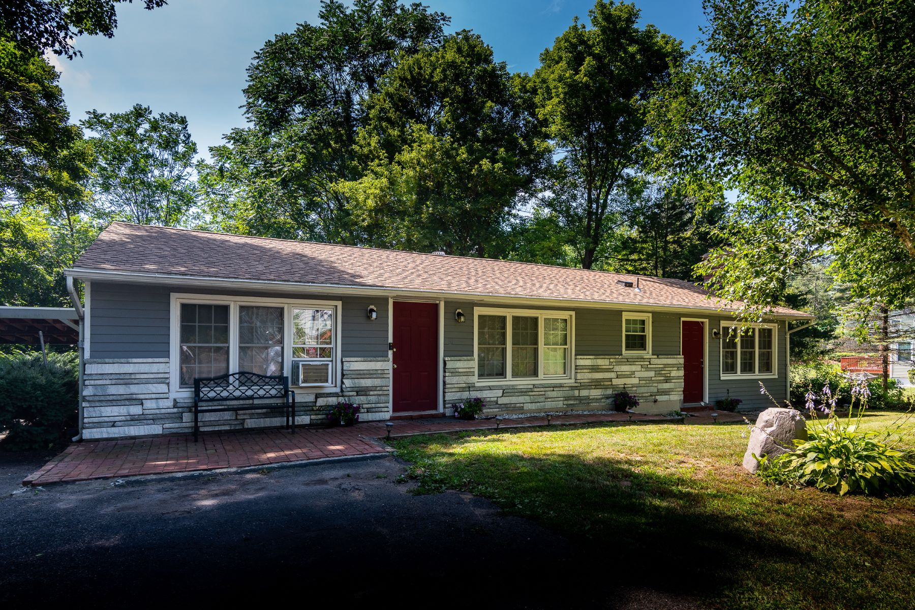 Single Family Homes for Sale at Perfect starter home 35 River Road New Milford, Connecticut 06776 United States